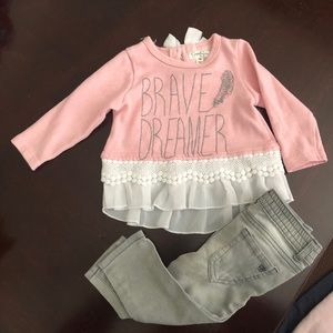 Jessica Simpson infant outfit.